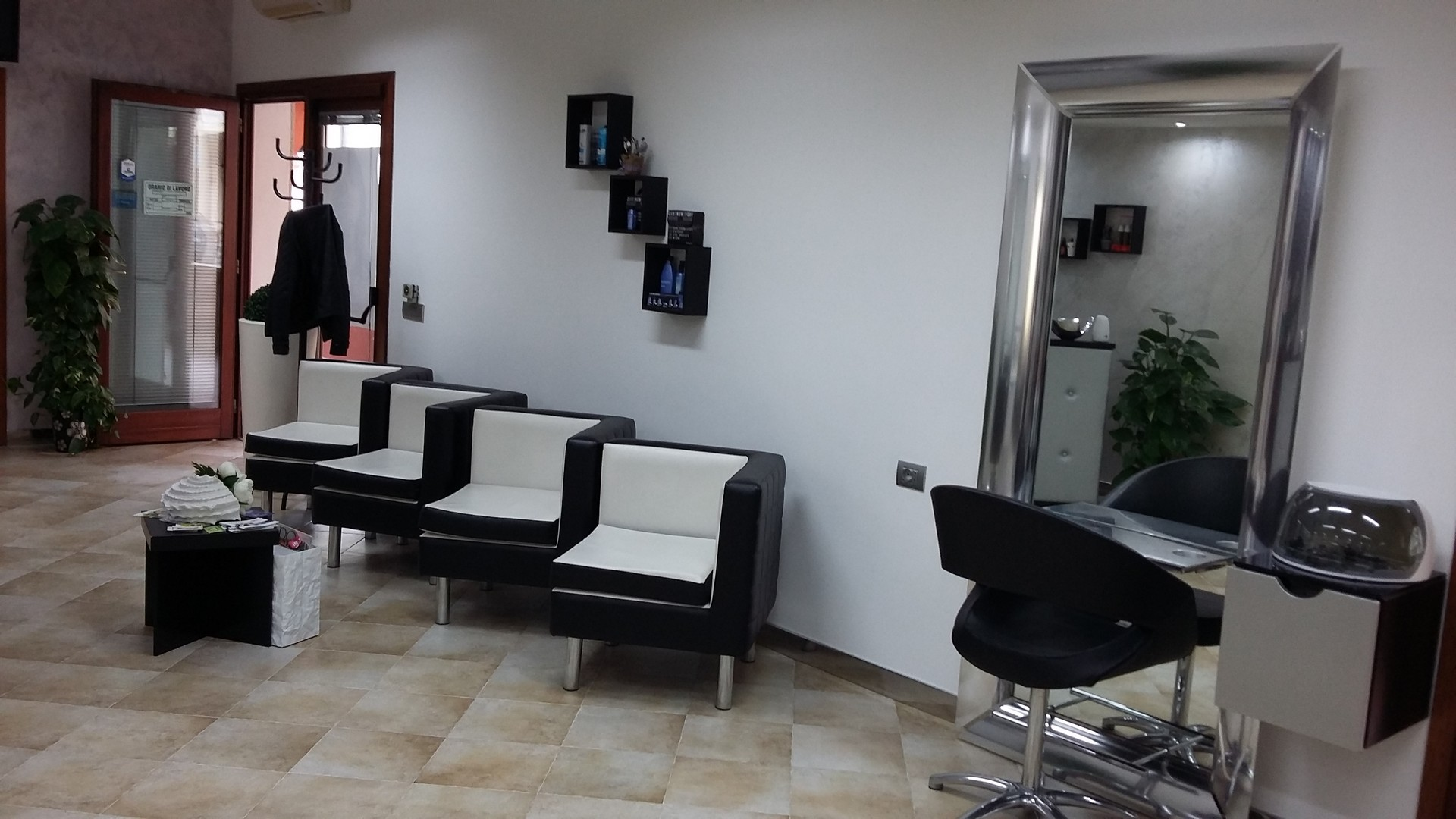 sala d'aspetto Vanity Coiffeur Olbia